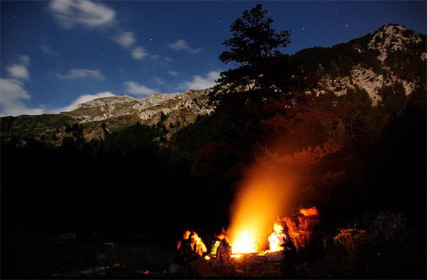 Logorska vatra u kamp naselju