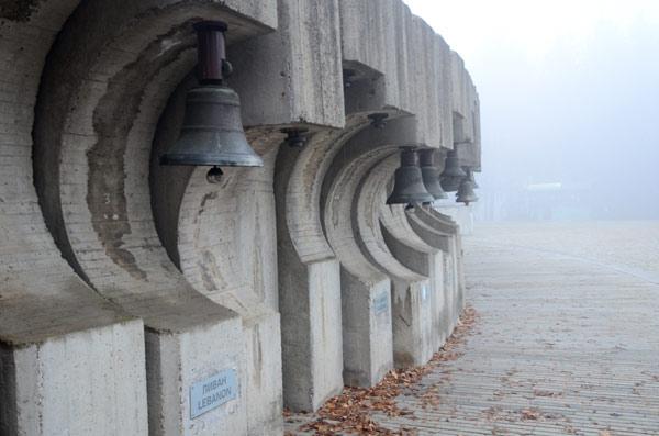 Magla oko spomenika